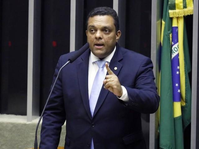 Vice-líder do governo Bolsonaro na Câmara xinga ministro do STF