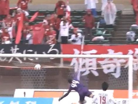 Brasileiro faz pintura por cobertura na segunda divisão japonesa; veja