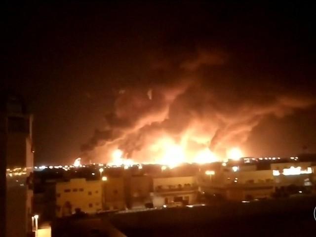 Drones bombardeiam instalações de petróleo da Arábia Saudita