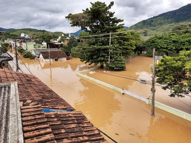 Prefeito de Porciúncula anuncia reabastecimento de água para a população após enchente