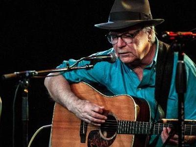 Aos 71 anos | Cantor David Olney passa mal e morre durante show