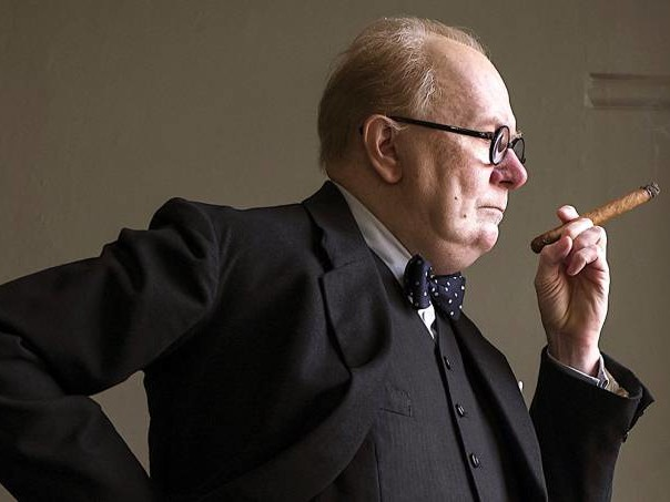 Gary Oldman como Churchill: inacreditável