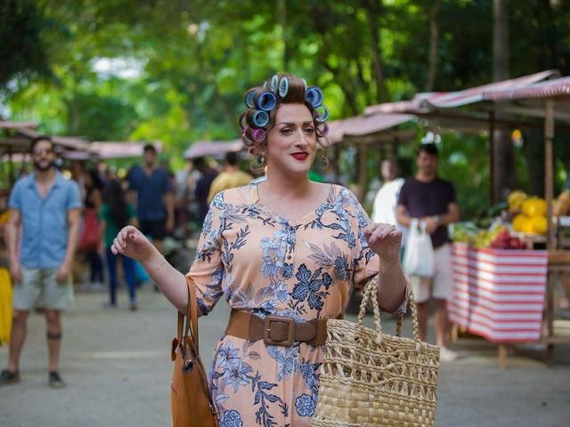 Broncas e bordões de Dona Hermínia inspiram música sobre mães