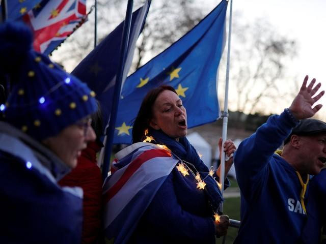 Parlamento britânico aumenta seus próprios poderes e irá votar opções ao acordo de May sobre o Brexit