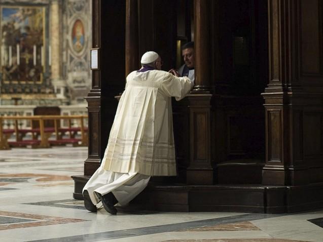Papa Francisco autoriza discussão sobre casamento de padres