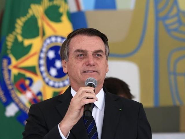 """Bolsonaro diz que o Valor Econômico vai fechar: """"Tirei de vocês R$ 1,2 bi"""""""
