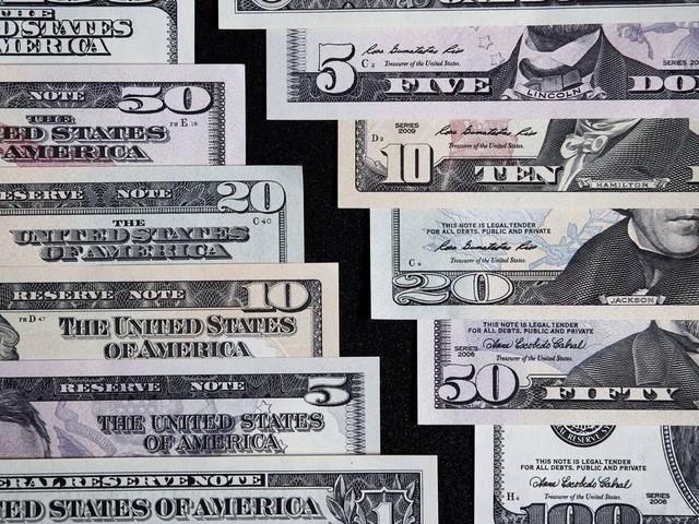 Dólar opera instável, acima dos R$ 4; Bolsa volta ao patamar de 100 mil pontos