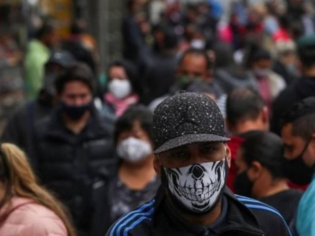 Esperar imunidade de rebanho 'é absurdo e antiético', diz líder de estudo que investiga quantos tiveram Covid-19 no Brasil