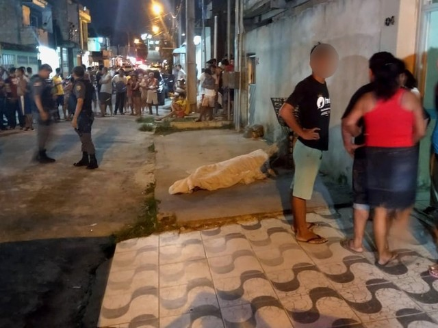 Homem morre após ser atingido por cerca de 10 tiros na Zona Leste de Manaus