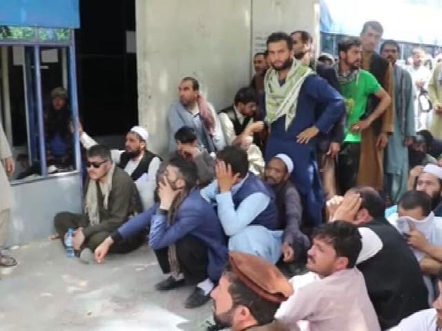 População civil tenta retomar a vida normal no Afeganistão