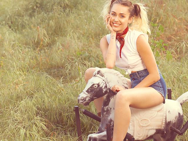 """A versão country de """"The Climb"""" tá pronta! Miley Cyrus lança a promocional """"Inspired"""""""