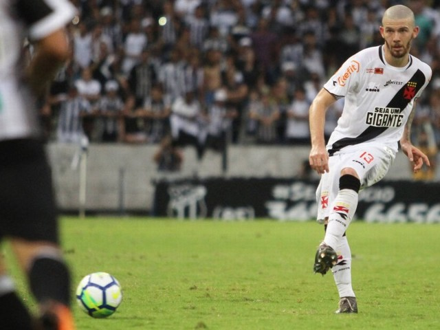 Além de Peruzzi, Vasco analisa outros laterais para 2019