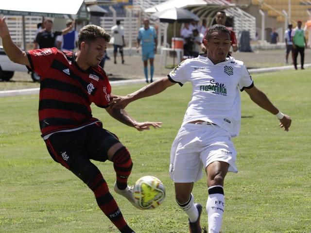 Figueirense vence e elimina atual campeão Flamengo