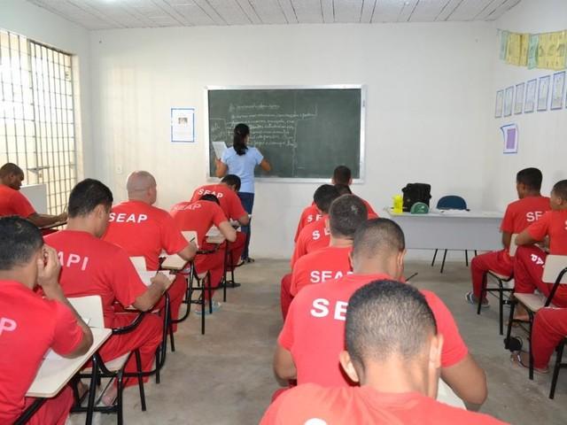 Presos constroem escola na laje de presídio e começam a ter acesso à educação básica em Bocaiuva