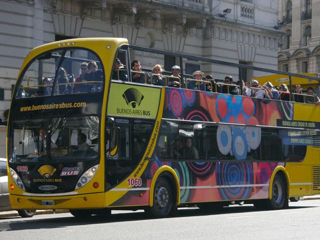 Buenos Aires renova ônibus turístico com mais rotas e serviços