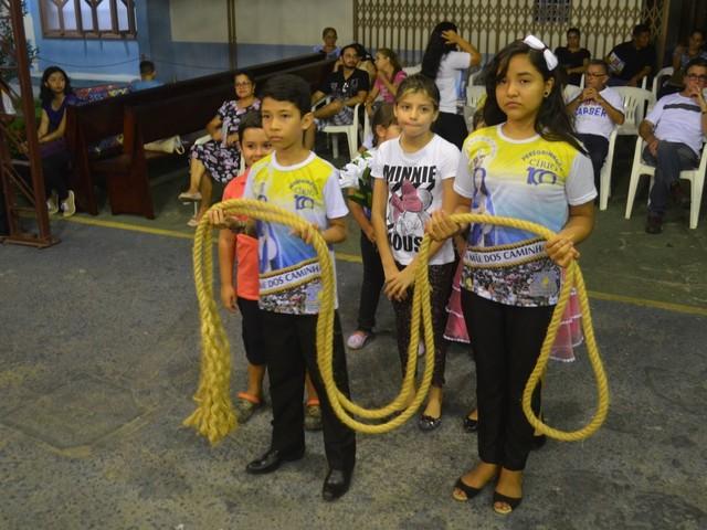 Celebração abençoa corda e manto da imagem do Círio das Crianças em Santarém