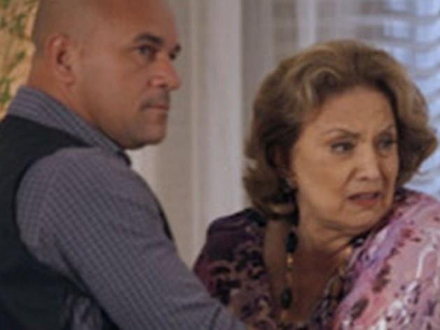 Fina Estampa: Iris entra em surto e entrega Tereza Cristina para polícia