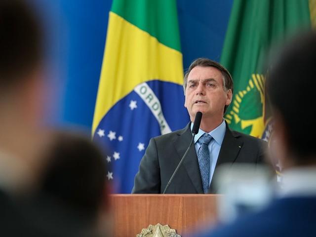 Incêndios na Amazônia não podem gerar sanções, diz Bolsonaro