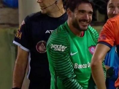 Com atacante no gol, San Lorenzo vence disputa de pênaltis na Argentina