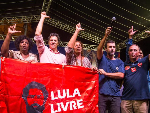 Prenúncio de aliança | Freixo recebe Haddad em ato pela educação na Cinelândia, no Rio