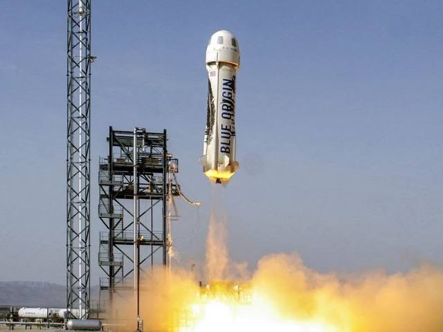 Jeff Bezos quer enviar pessoas ao espaço em abril