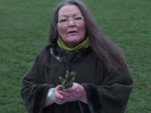 Vidente  inglesa diz conhecer o futuro por meio de aspargos.   a9cb5e96ae607