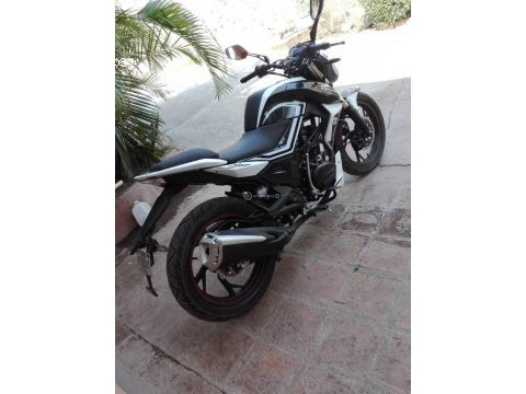 Moto serpento Naga 200