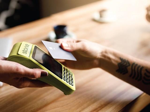 Para enfrentar a crise, empresas de maquininhas dão aparelhos extras, isenção de taxas, crédito e link para pagamento