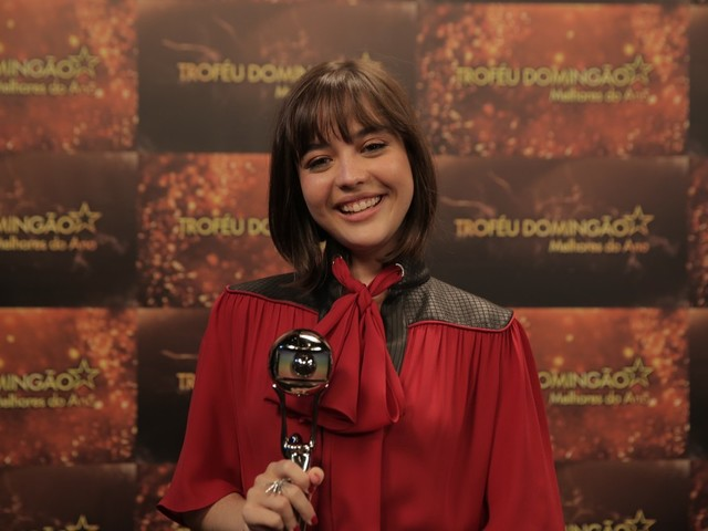 Melhores do Ano: Bella Piero é consagrada atriz revelação, faz discurso empoderado e emociona