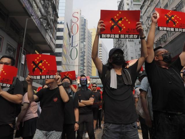 Manifestantes em Hong Kong fazem manifestações às vésperas do Dia Nacional da China