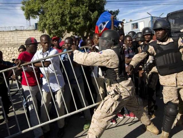 Após protesto de haitianos, embaixada americana é fechada