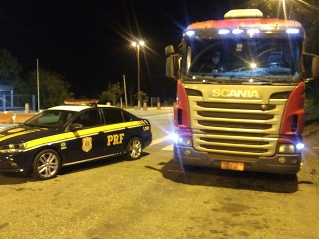 PRF recupera caminhão roubado em Juiz de Fora