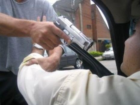 Quem tem o carro roubado pode pedir devolução do IPVA; saiba como