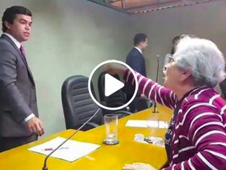 Vídeo que registra revolta de idosa contra seu deputado viraliza nas redes