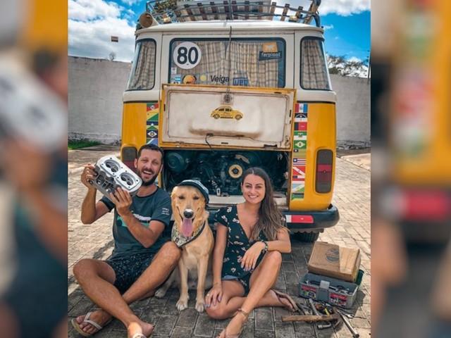 Casal que viaja a América do Sul de Kombi pede ajuda para consertar o veículo