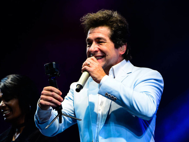 Daniel lança show com versões de clássicos e diz que mercado está cheio de músicas descartáveis