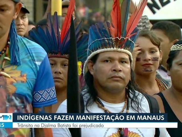 Indígenas ocupam prédio durante protesto contra extinção da Sesai, em Manaus