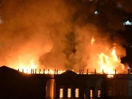 Incêndio atinge Museu Nacional no Rio de Janeiro