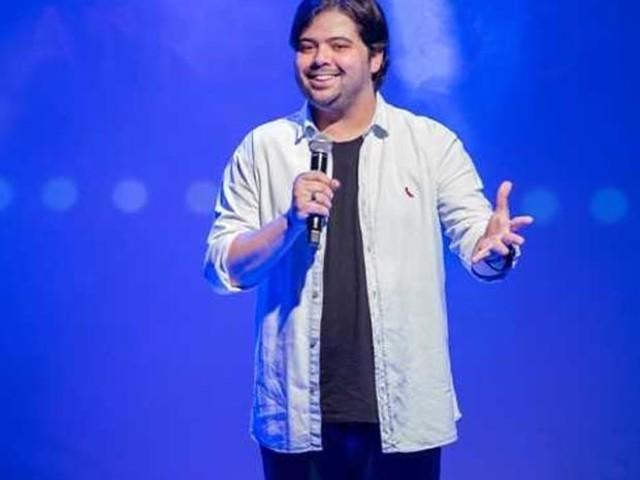 Humorista Gustavo Mendes se apresenta na capital baiana em março