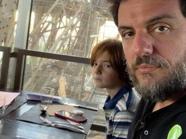 Rodrigo Lombardi se decepciona com almoço de despedida em Paris: 'Essa é a vista'