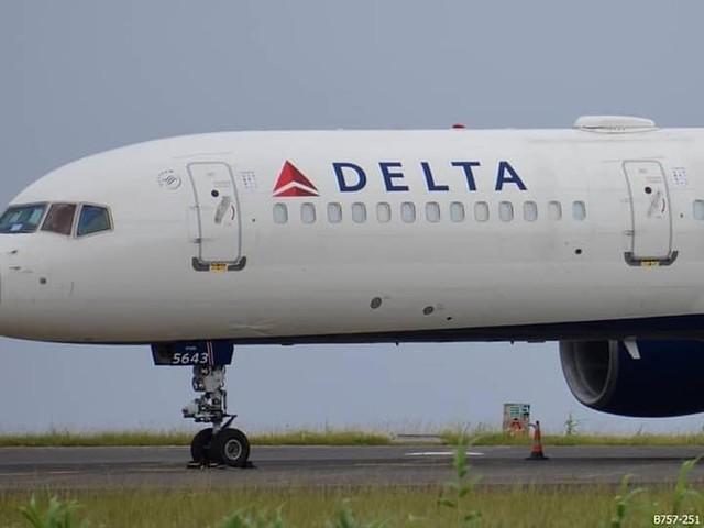Aterragem violenta em Ponta Delgada causa danos em avião da Delta Airlines