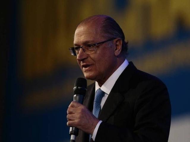 Em busca de apoio, Alckmin vai a Valdemar Costa Neto