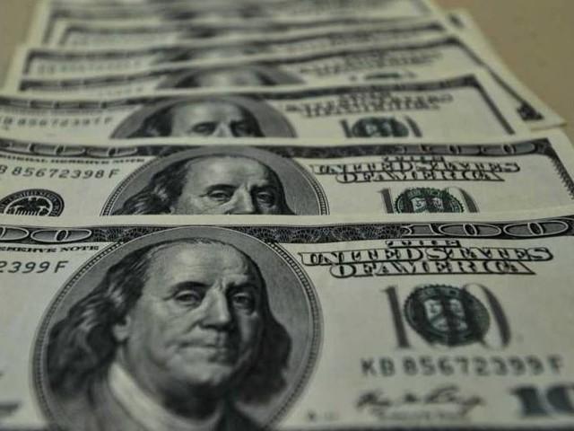 Dólar sobe 0,6% e encosta nos R$ 4,40