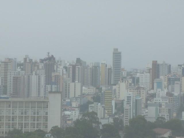 Cidades do Centro-Oeste de MG estão em alerta por causa da chuva; alagamentos são registrados