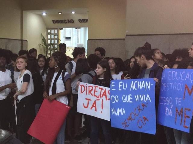 Estudantes do Cefet barram entrada de diretor escolhido pelo MEC