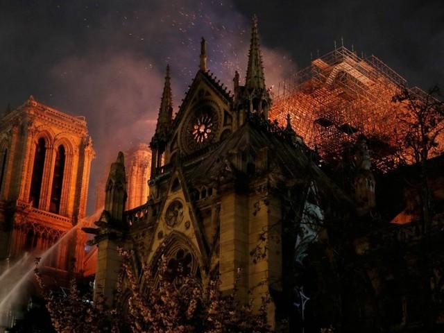 Cinco curiosidades sobre a Catedral de Notre Dame, em Paris, que pegou fogo