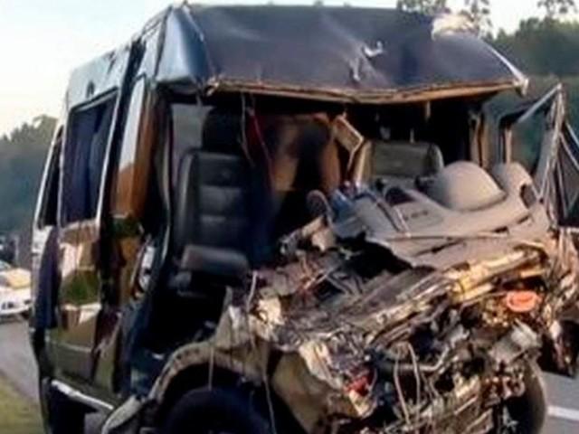 Acidente com van da banda Sampa Crew deixa uma pessoa morta e oito feridas