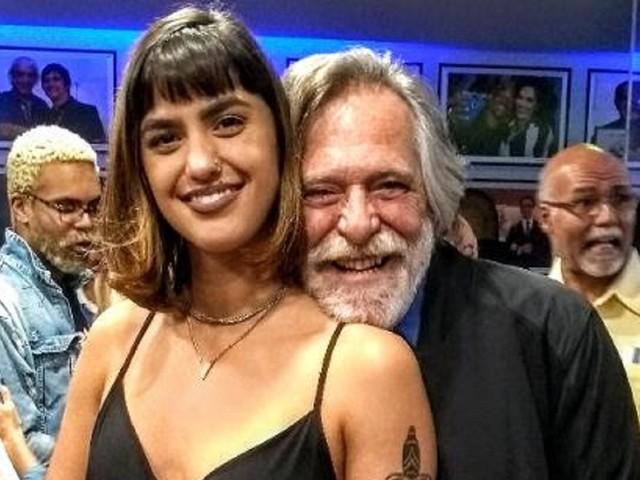 José de Abreu faz declaração apaixonada para a namorada de 22 anos