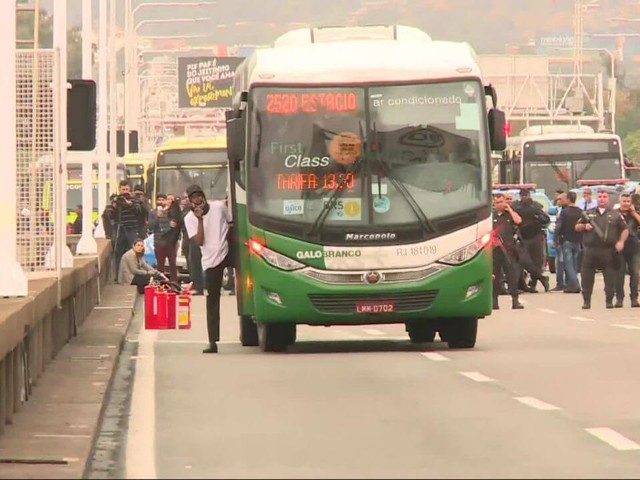 Man Killed by Sniper in Rio After Hijacking Bus on Rio-Niteroi Bridge