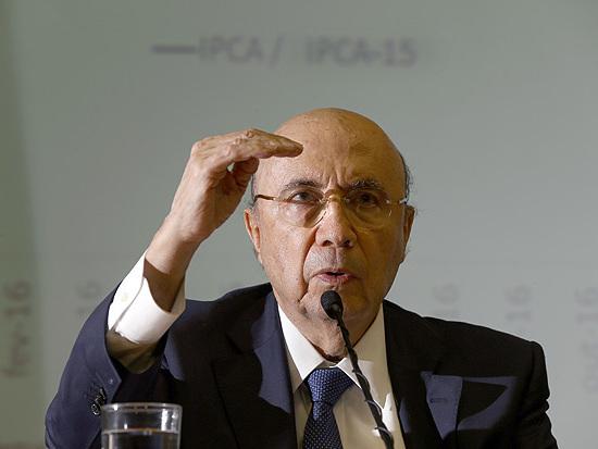 Emprego mostra que Brasil saiu 'definitivamente' da recessão, diz Meirelles